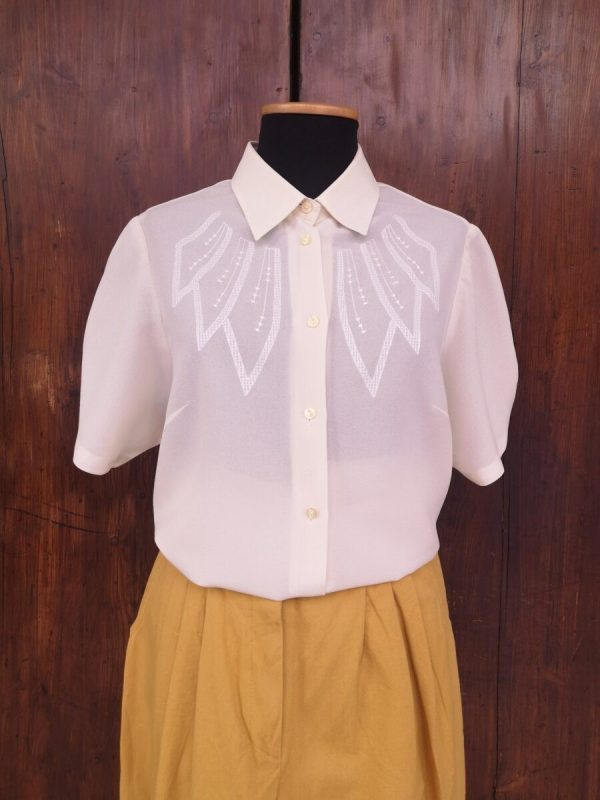 Camicia bianca con ricamo petali anni 70