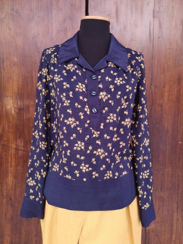 Camicia blu in seta a fiori gialli