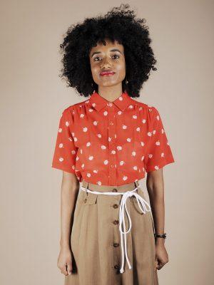 Camicia garza di cotone rosso vivo con fiori bianchi