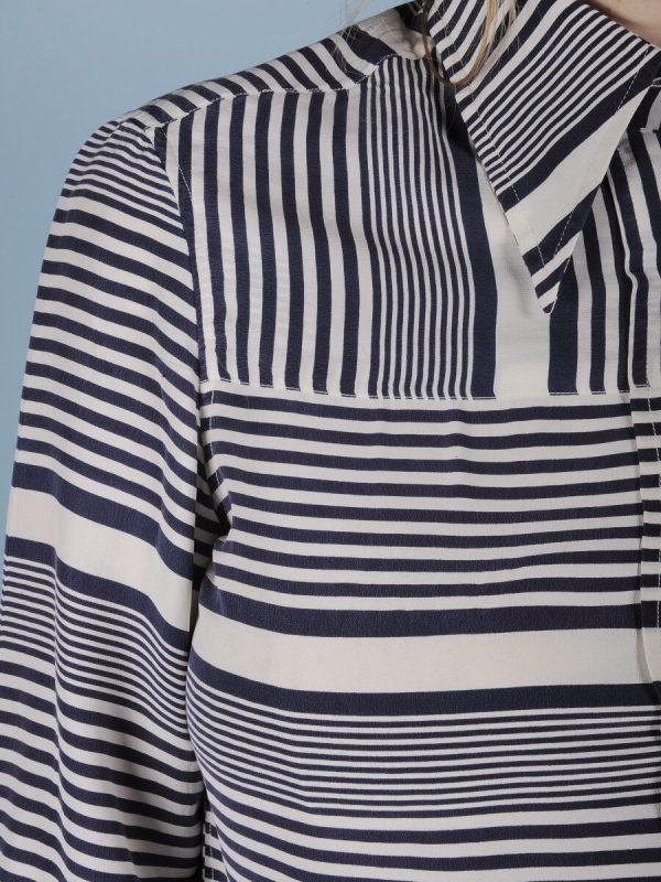 Camicia in pura seta a righe bianche e blu 2
