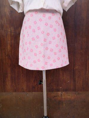 Minigonna a fiori rosa effetto damscato