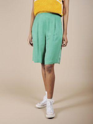 Shorts a vita alta verde brillante in cupro