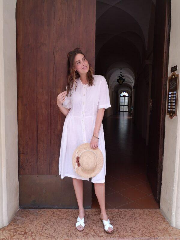 abito bianco abbottonatura centrale